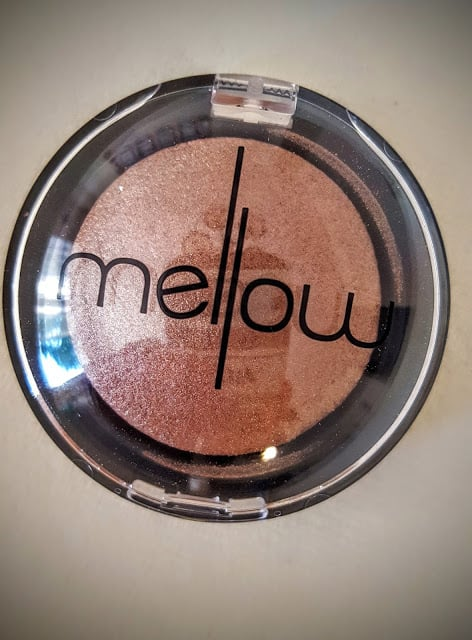 mellow baked eyeshadow in coco