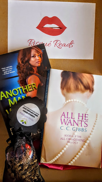 what's in the risque reads box