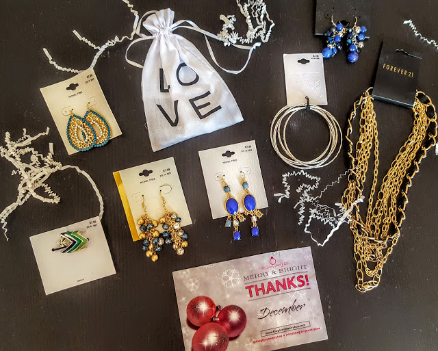 what's in the glam jewelry box