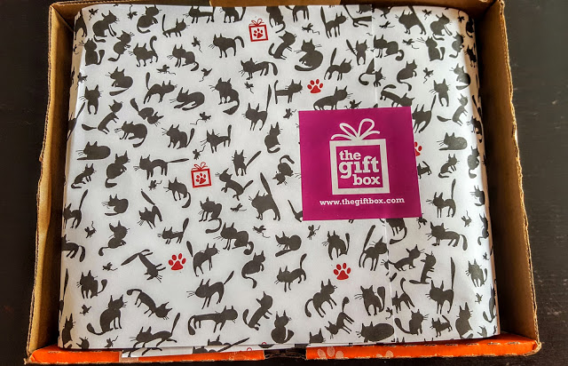 first look in the pet gift box