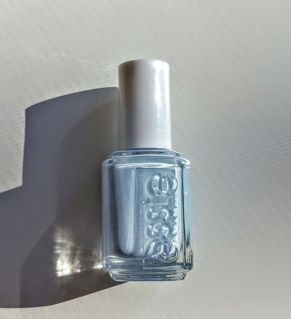 essie nail lacquer borrowed and blue