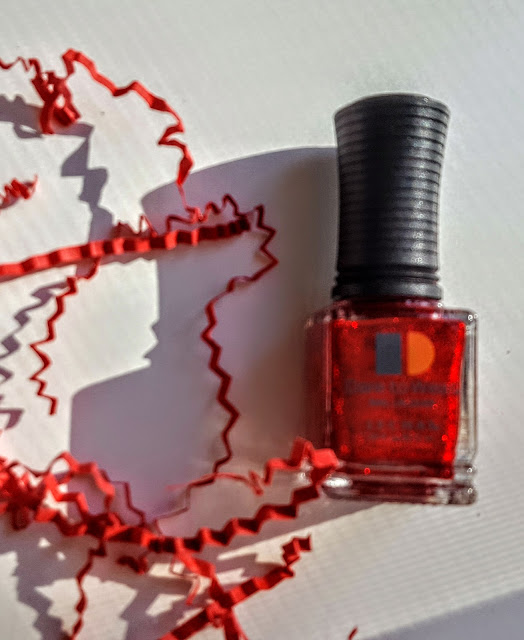 dare to wear nail lacquer on the red carpet