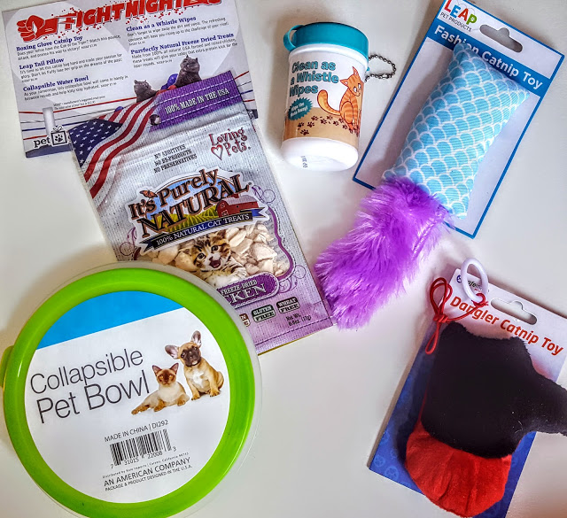 what's in the pet gift box