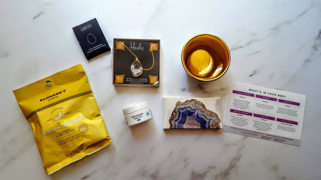 what's in the june mommy mailbox